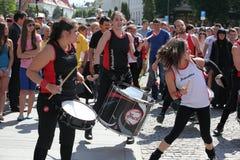Девушки играя барабанчики Стоковое Изображение