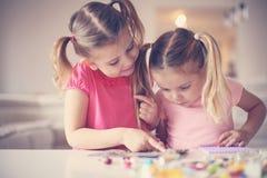 Девушки играя дома Стоковое Фото