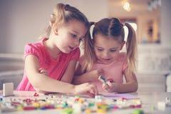 Девушки играя дома Стоковые Фото