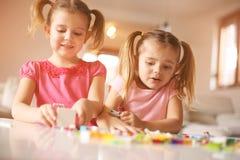 Девушки играя дома Стоковое Изображение