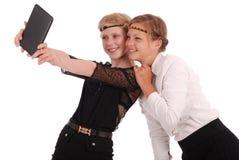 Девушки извлекают ПК таблетки собственной личности Стоковые Фото