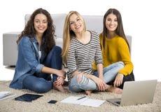 Девушки изучая дома Стоковая Фотография