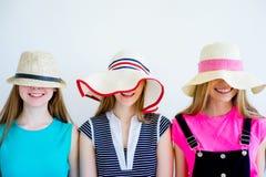3 девушки имея потеху на каникулах Стоковое фото RF