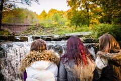 Девушки и поток Стоковые Изображения