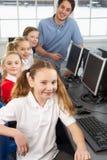 Девушки и учитель в типе школы Стоковое Изображение RF