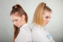 Девушки идя через конфликт в их отношении Стоковое Изображение RF