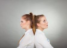 Девушки идя через конфликт в их отношении Стоковые Фотографии RF