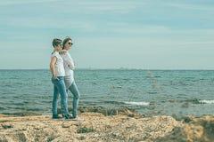 Девушки морем Стоковые Фото