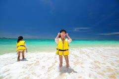 Девушки наслаждаются солнцем Стоковые Фотографии RF