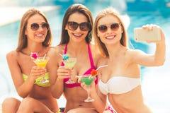 Девушки на бассейне Стоковое Изображение RF