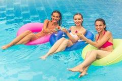 Девушки на бассейне стоковая фотография rf