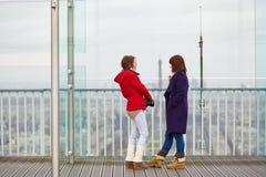 Девушки на башне Montparnasse Стоковая Фотография