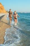 Девушки на море Стоковое Изображение
