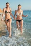 Девушки на море Стоковая Фотография RF