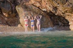 Девушки на море Стоковые Изображения RF