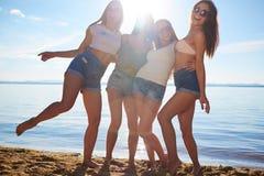 Девушки на песке Стоковое Изображение RF