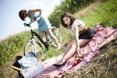 Девушки на пикнике Стоковое Фото