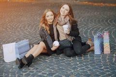 2 девушки на прогулке Стоковая Фотография RF