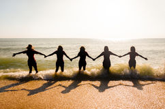Девушки на пляже стоковая фотография
