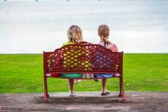 Девушки на стенде Стоковое Изображение RF