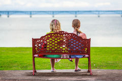 Девушки на стенде Стоковые Фотографии RF