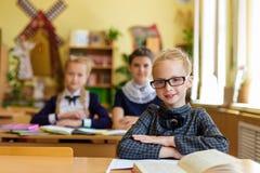 Девушки на столах школы Стоковое Изображение RF