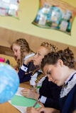 Девушки на столах школы Стоковые Изображения RF