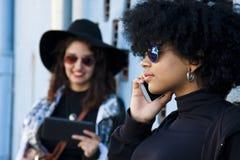 Девушки на улице Стоковая Фотография