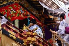 Девушки на фестивале Gion, Киото Япония кимоно Yukata Стоковая Фотография RF