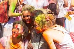Девушки на фестивале Holi в Барселоне Стоковое фото RF
