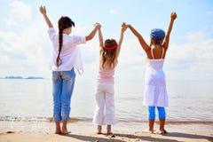 Девушки на seashore Стоковая Фотография RF