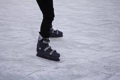 Девушки отслеживают кататься на коньках Стоковое фото RF