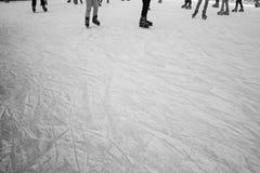 Девушки отслеживают кататься на коньках Стоковое Изображение RF