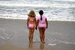 девушки пляжа молодые Стоковая Фотография RF