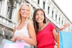 Девушки покупок - покупатели женщин с сумками, Венецией Стоковое фото RF