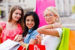 Девушки покупок Стоковые Изображения RF