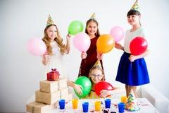 Девушки празднуя день рождения Стоковая Фотография