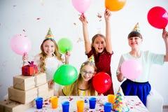 Девушки празднуя день рождения Стоковые Изображения RF