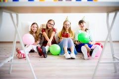 Девушки празднуя день рождения Стоковое Изображение