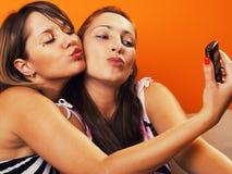 Девушки принимая автопортреты Стоковые Фото