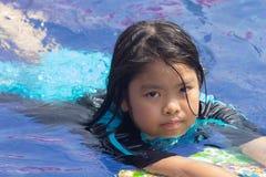Девушки плавая Стоковое Фото