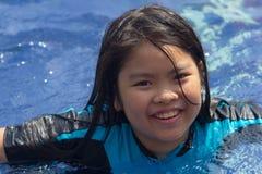 Девушки плавая Стоковые Фотографии RF