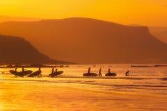 Девушки серфера на заходе солнца Стоковое Изображение