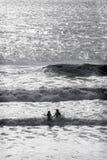 Девушки силуэта океана Стоковое Изображение RF