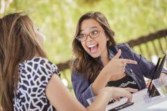 Девушки смешанной гонки работая на компьютере таблетки Стоковые Фотографии RF