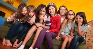 девушки собирают детенышей Стоковое Изображение RF