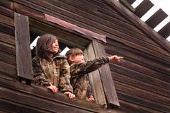 Девушки страны в окне Стоковые Фотографии RF