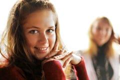 девушки счастливые стоковые изображения