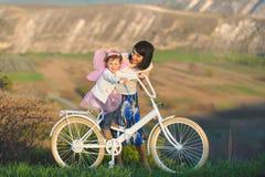 Девушки с велосипедом Стоковые Фотографии RF