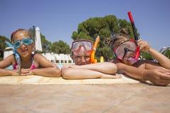 Девушки с маской подныривания Стоковое Фото